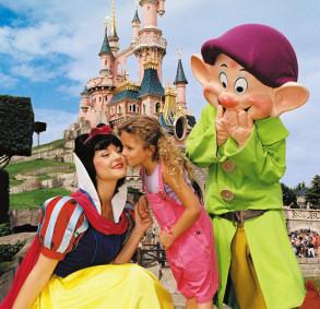 Disneyland-Snow_White-LATravelTours.com
